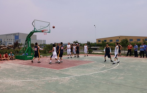 工业园职工篮球赛拉开帷幕